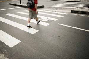 Sơn kẻ rõ ràng vạch băng qua đường của người đi bộ